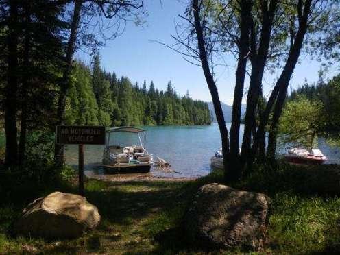 doris-creek-campground-hungry-horse-montana-boatmorring