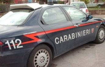 Quarto, sprovvista di patente e assicurazione aggredisce i carabinieri: arrestata