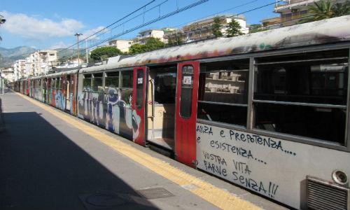 Napoli, Cumana solo da Pozzuoli a Montesanto ogni 40 minuti, se va bene