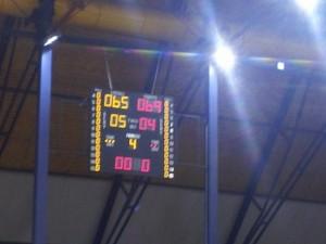 Il tabellone del Pala Sannio che indica la vittoria della Virtus Pozzuoli a fine gara
