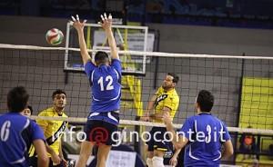 Un azione d'attacco del Pozzuoli Volley