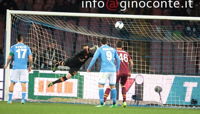 Il Napoli batte la Roma, con un po' di fortuna ma sopratutto grazie a Callejon
