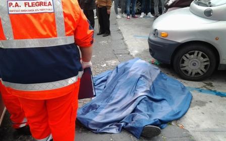 ULTIMORA| Pozzuoli porto, un uomo di circa 55 anni si accascia a terra per un malore e muore
