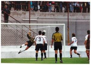 Il goal di Diego Toledo all'andata che diede il successo ai Diavoli Rossi