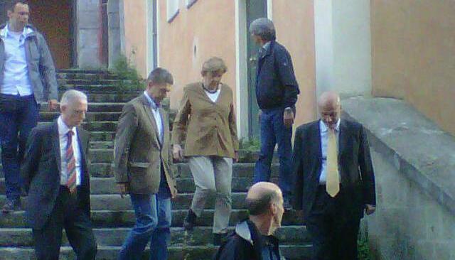 La cancelliera tedesca Angela Merkel visita il Rione Terra prima di partire per Ischia