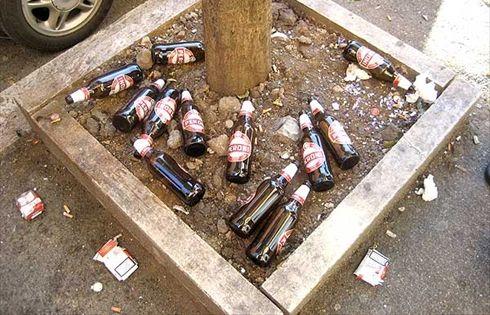 Ordinanza anti movida, vietate le bevande in bottiglia