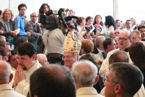 Monsignor Pascarella entra nella Cattedrale