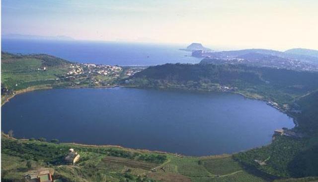 Flegreando, al lago d'Averno una domenica fra natura e arte