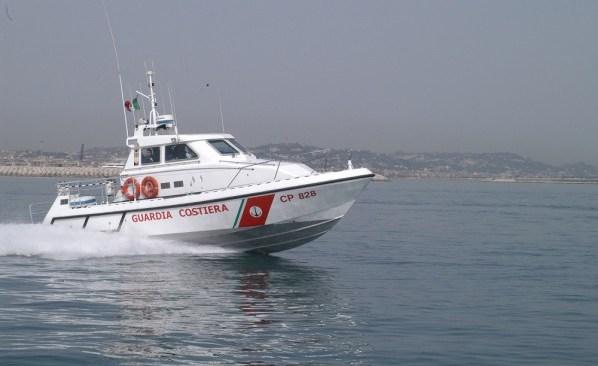 Monte di Procida, blitz nella notte di Guardia Costiera e Carabinieri contro la pesca illegale ad Acquamorta