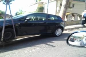 Rimozione di un auto in sosta ad Arco Felice