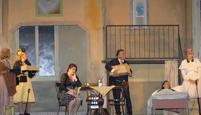 """Cappella, il teatro va in piazza con """"L'ospite clandestino"""""""