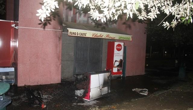Allarme bomba al Vomero, Fuorigrotta e Centro Direzionale. Un incendio doloso in villa comunale. Napoli, una città in tensione!