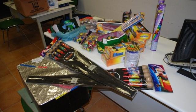 Monte di Procida, sanzione e denuncia ad un titolare per vendita di fuochi d'artificio