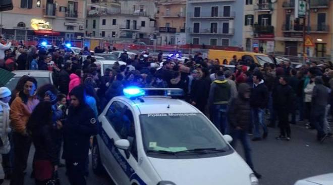 Giornalista puteolano affrontato e pestato in strada per un post
