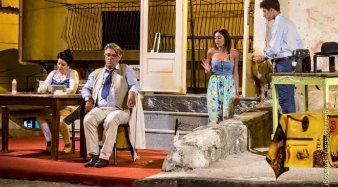 """Casale di Cappella, successo per la messa in scena di """"Sabato, domenica e lunedì"""" di De Filippo"""