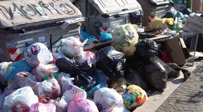 Scandalo rifiuti, anche l'ex sindaco Iannuzzi coinvolto con De Siano