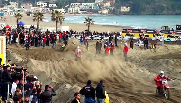 Supercross internazionale a Miseno, una spiaggia difficile per i 90 atleti