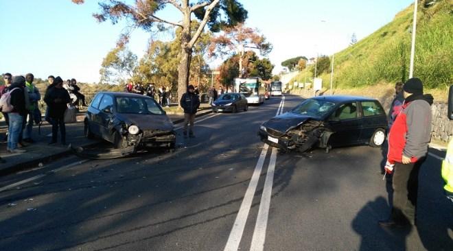 Domiziana, incidente divide in due la città