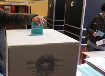 Elezioni nei Campi Flegrei, affluenza in calo