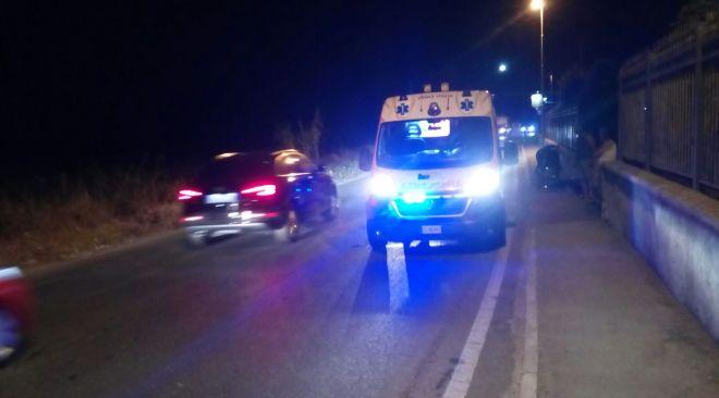 Extracomunitario sbalzato dal motorino batte la testa: ricoverato in ospedale