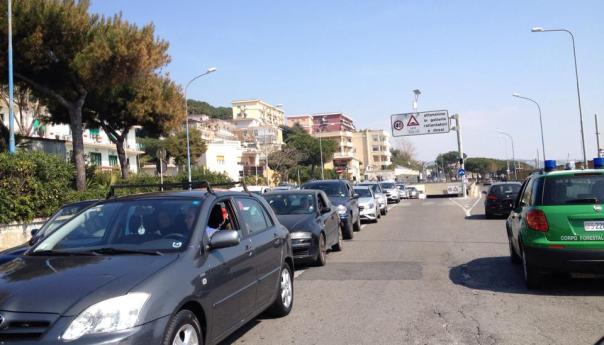 Traffico a Lucrino, il comune corre ai ripari con un'ordinanza sperimentale nei week end