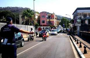 """Week end d'inferno per Lucrino e Arco Felice. """"Eliminate la rotonda Cavani è in gioco la nostra sicurezza"""""""