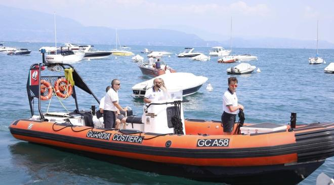 Baia, denunciati tre diportisti che avevano ancorato nell'area marina protetta