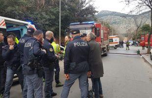 Napoli, incendio in un palazzo: gli agenti salvano due anziani ai Colli Aminei
