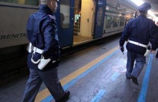 Napoli, spray al peperoncino per arrestare un 30enne extracomunitario che aggredisce i poliziotti