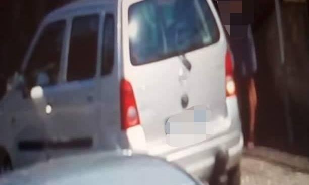 """Lucrino, auto fa strike con i paletti: ripresa dalle telecamere. Figliolia: """"Inflessibili con chi infrange le regole"""""""