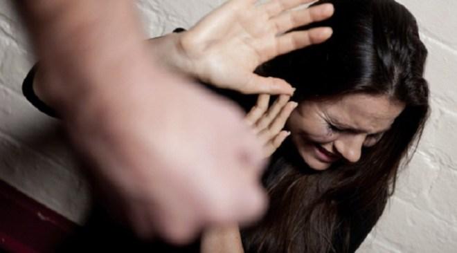 VARCATURO/ Picchiava da anni la moglie davanti ai figli, arrestato un 35enne