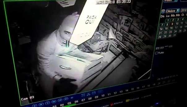 Licola, furto ad un edicola: i ladri fanno razzia di tutto Gallery