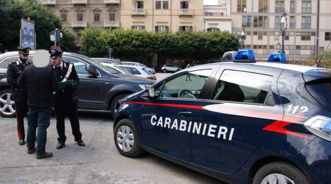 """Napoli, 4 parcheggiatori abusivi di """"Chiaia"""" allontanati dalla città"""