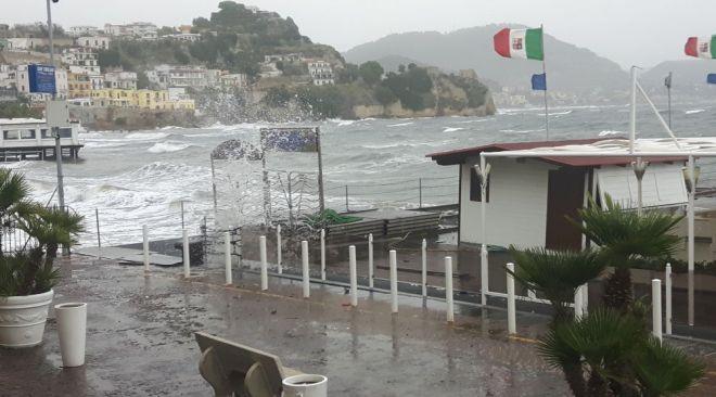 Campi Flegrei, vento forte e mare agitato dalle ore 14 e per tutta la giornata di domani