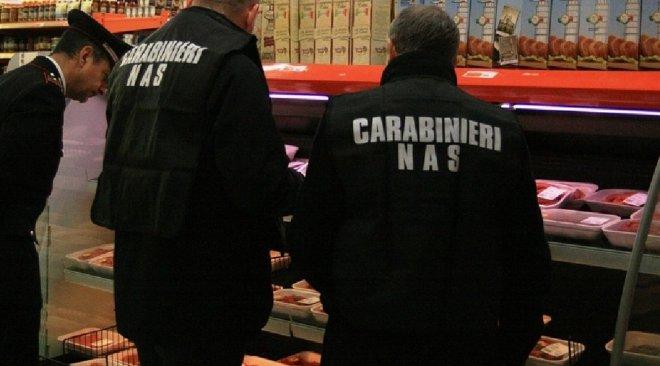 POZZUOLI/ I Nas sequestrano un quintale e mezzo di alimenti privi di tracciabilità in un supermercato