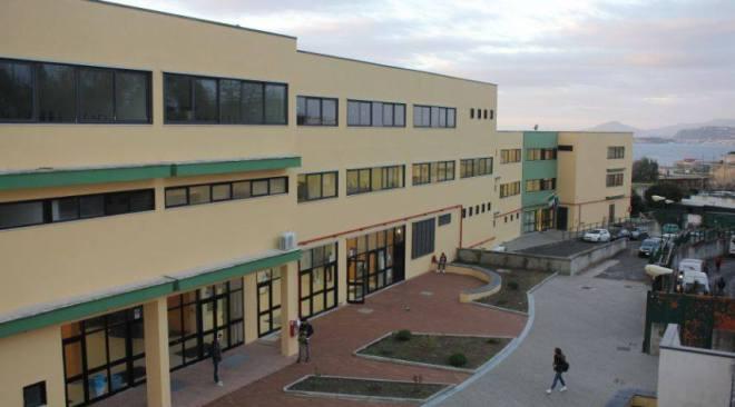 """POZZUOLI/ L'ex Provincia ha affidato i lavori di ristrutturazione del """"Virgilio"""" per circa 450mila euro"""