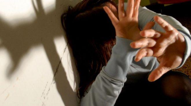 BACOLI/ Picchia la moglie con il neonato in braccio: arrestato 30enne bacolese a Rimini