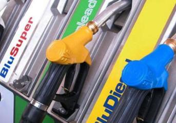 VARCATURO/ Fa 10 euro di benzina non paga e scappa, denunciato intestatario di 900 veicoli