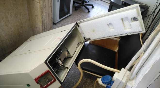 POZZUOLI/ Vandalizzata la stazione di Licola della Circumflegrea, i ladri hanno rubato centinaia di biglietti|FOTO