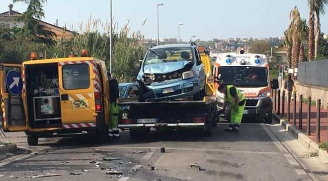 QUARTO/ Pauroso incidente in via Consolare Campana, un ferito lieve e strada chiusa al traffico