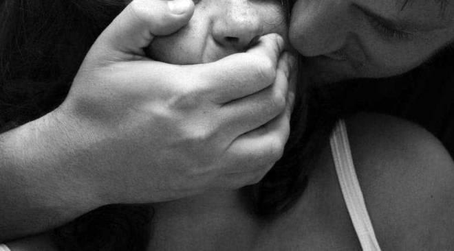 POZZUOLI/ Shock per una 19enne: sequestrata e stuprata da un ragazzo cubano conosciuto domenica