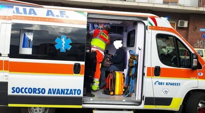 ULTIMORA/ Spaventoso incidente tra due auto in via Staffetta, 2 persone in ospedale e strada chiusa al traffico