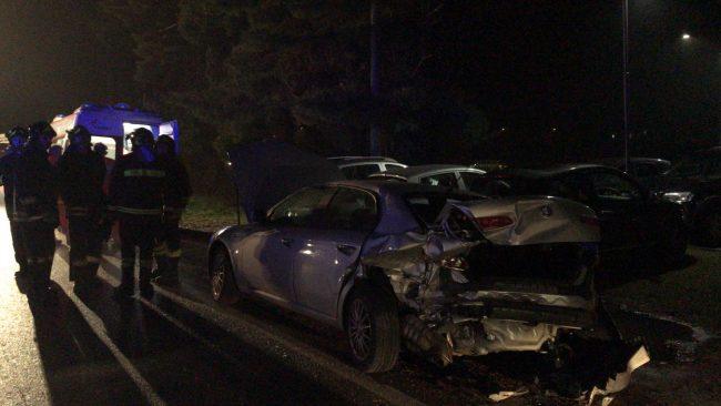 POZZUOLI/ Spaventoso incidente all'ingresso della Tangenziale di via Campana: auto distrutte, illesi i passeggeri