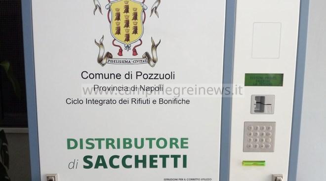 POZZUOLI/ Sacchetti per la raccolta differenziata, nuovo distributore in via Vecchia delle Vigne