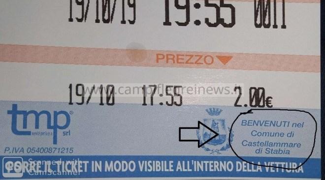 """BAIA/ Sosta sulle strisce blu e sul biglietto del parchimetro esce scritto: """"Benvenuti a Castellammare di Stabia""""!"""