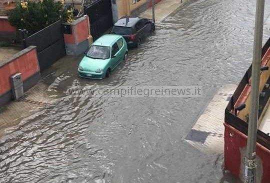 IL CASO/ Venezia? No, Licola e Varcaturo sommerse da fiumi di acqua e liquami|FOTO