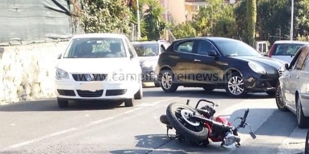 ULTIMORA/ Spaventoso incidente a Monte di Procida in via Pedecone, motociclista in ospedale