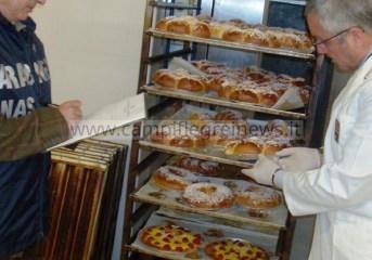 POZZUOLI/ Sequestrati dai Nas 50 chili di dolci privi della tracciabilità in via Pergolesi