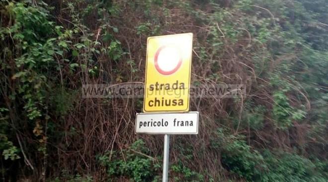 QUARTO/ Costone pericolante, chiusa via Pisani: traffico deviato su via Montagna Spaccata
