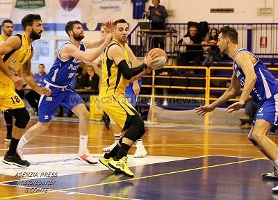 Basket, l'Olimpia Matera arriva all'Errico e incassa due punti preziosi ai danni della Virtus
